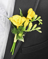 GLOWING YELLOW Prom Boutonniere in Saint Albert, AB | PANDA FLOWERS (SAINT ALBERT) /FLOWER DESIGN BY TAM