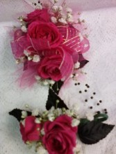 3 SMALL ROSES AND BOUT WRIST CORSAGE & BOUT