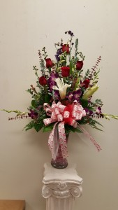 6 roses with orchid & stagazer lily in vase