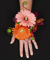 FUN GERBERA DAISIES Prom Flowers in Aztec, NM | AZTEC FLORAL DESIGN & GIFTS
