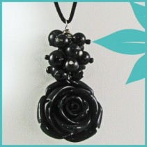 Antique Rose Necklace (Black) Jewellery