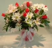 KISSABLE TULIPS AND DAISIES ARRANGEMENT in Parksville, BC | BLOSSOMS 'N SUCH