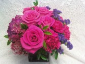 D304 HOT PINKS IN CUBE VASE