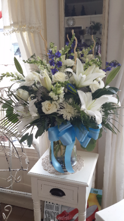 Lilly blue Vase with white lillys & roses