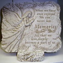A memorial garden stone displayed on a stone  easel. Nice keepsake that could be placed in a garden to remember a loved one. Comes with a bow.
