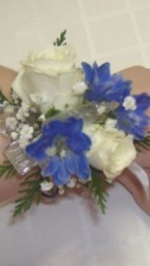 Touch of blue Corsage