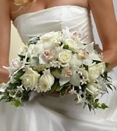 WHITE ON WHITE BOUQUET WEDDING