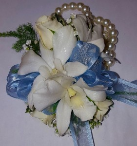 Wristlet BWD14 Corsage in Chatham, NJ | SUNNYWOODS FLORIST