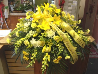 ray of light yellow casket spray in saint louis mo off the wall florist gifts. Black Bedroom Furniture Sets. Home Design Ideas